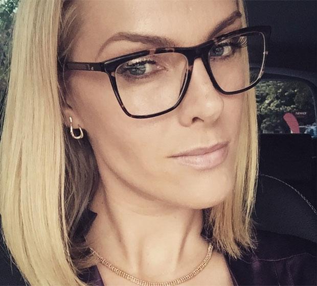 10ba3980b4d8e Ana Hickmann usa óculos para evento e capricha nas selfies - Estrelando