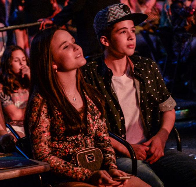 55007ebed576e A atriz foi vista com o ator João Guilherme em um show de Luan Santana