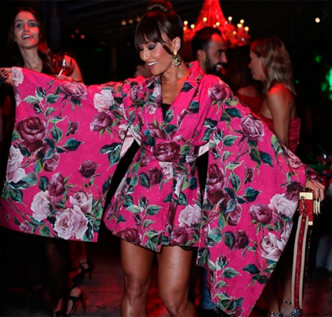 1e13b3d06fdb7 A apresentadora usou um kimono diferente e bem divertido para curtir uma  festa