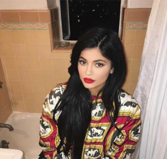 Empresa de cosméticos de Kylie Jenner recebe avaliação negativa!