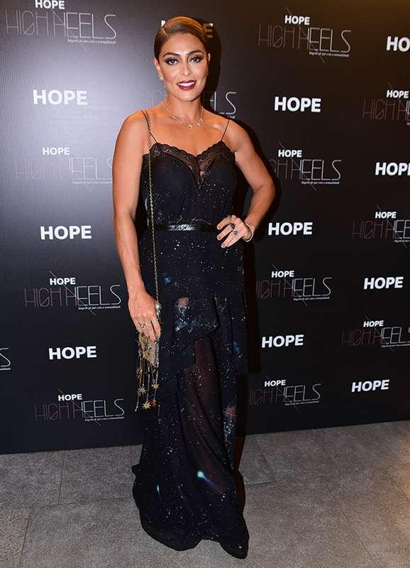 Juliana Paes Aparece Deslumbrante Em Evento Com Vestido