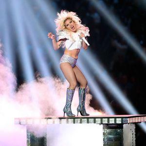 Lady Gaga rebate na web as críticas sobre seu corpo durante show no Super Bowl, saiba mais!