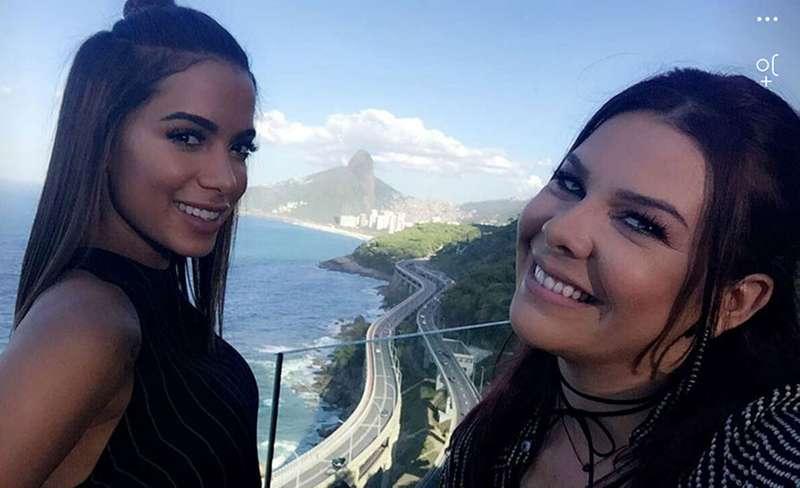 Anitta Ensina Fernanda Souza A Fazer O Quadradinho De Oito Veja