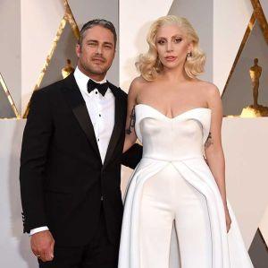 Taylor Kinney abre o jogo sobre separação com Lady Gaga e fala sobre seu tipo de mulher