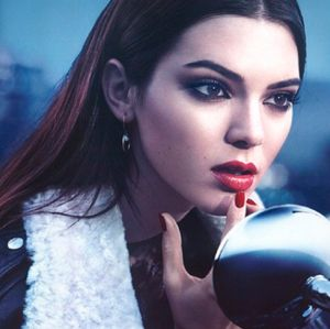 Após ter joias roubadas, família Kardashian reforça a segurança de Kendall Jenner