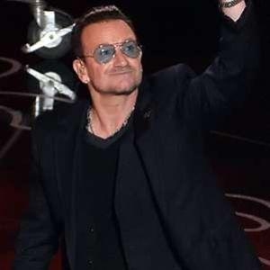 a3913d2941633 Confira os famosos que usam óculos com lentes coloridas e se inspire!