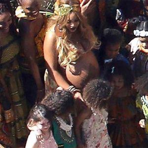 Beyoncé exibe barrigão de gêmeos em chá de bebê, vem ver!