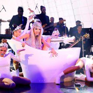 Luiza Possi divide opiniões em apresentação como Lady Gaga no quadro Show dos Famosos