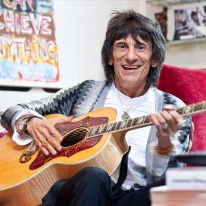 Ronnie Wood, guitarrista do Rolling Stones, passa por cirurgia no pulmão, saiba mais!