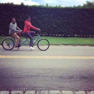 Justin Timberlake e Jimmy Fallon aparecem andando de bicicleta juntos em vídeo engraçado