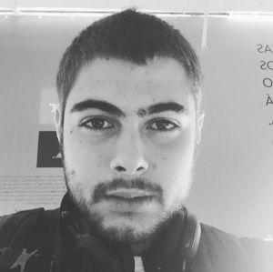 Rafael Vitti posta selfie e Tatá Werneck brinca: - Tá com caxumba?