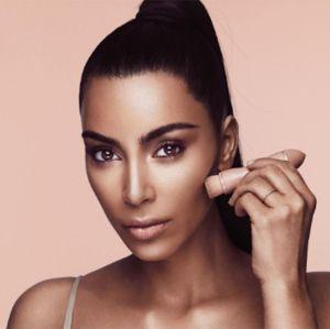 Sucesso! Kit de maquiagem de Kim Kardashian esgota em minutos