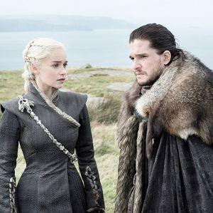 Em Game Of Thrones, bilhete misterioso causa desavenças entre os Stark e verdadeira identidade de Jon Snow pode ter sido revelada!