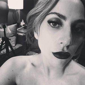 Após show em São Francisco, Lady Gaga distribui dinheiro para moradores de rua, confira!