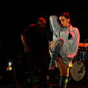 Anitta explica como seduz na balada e revela que raramente toma fora, confira!