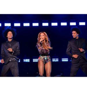 Beyoncé ensinou inglês para dois de seus dançarinos!