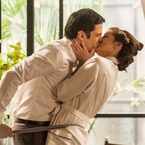 Prestes a trocarem alianças em Pega Pega, Camila Queiroz e Mateus Solano abrem o jogo sobre seus casamentos da vida real