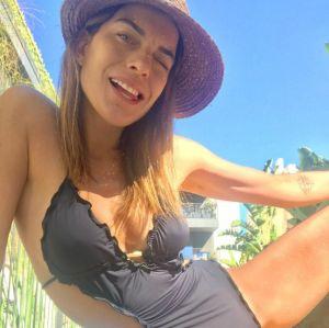 Grávida e com barriguinha de fazer inveja! Joana Balaguer surpreende fãs em foto de maiô, confira!