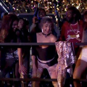 Betty Faria comenta cena em que dança funk em novela: - Olhei para as meninas e já saí imitando