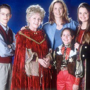 Elenco de Halloweentown irá se reunir para prestar homenagem à Debbie Reynolds
