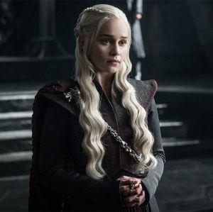Emilia Clarke fala sobre aquela triste morte em Game of Thrones: - É de partir o coração