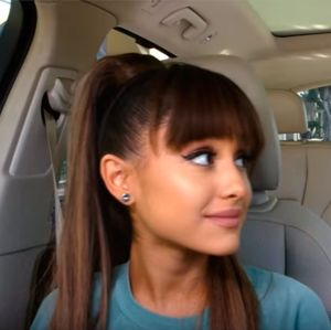 Ariana Grande canta com Seth MacFarlane no Carpool Karaoke