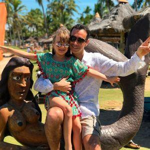 Cesar Tralli posta clique de viagem ao lado de Rafinha Justus: Sereia mirim!