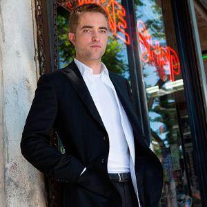 Robert Pattinson usou dinheiro falso para fazer compras, entenda!