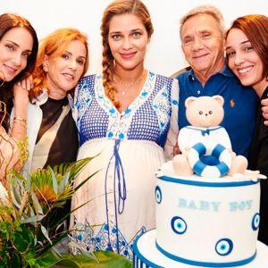 Ana Beatriz Barros. Foto do site da Entretenimento R7 que mostra Mamãe de primeira viagem, Ana Beatriz Barros faz chá de bebê do filho