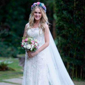 Fiorella Mattheis. Foto do site da Entretenimento R7 que mostra Fiorella Mattheis coloca vestido de noiva à venda por 14 mil reais!