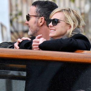 Anna Faris. Foto do site da Entretenimento R7 que mostra Atriz de Mom garante que Anna Faris está muito feliz com novo namorado!