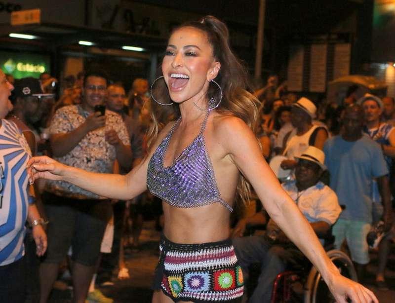 f66f95f0b62a7 Além da japonesa, Juliana Alves, Viviane Araujo e Miguel Falabella também  foram atrações dos ensaios cariocas