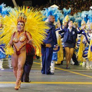 Paulo Academicos. Foto do site da Entretenimento R7 que mostra Acadêmicos do Tatuapé é a grande campeã do Carnaval em São Paulo em 2018