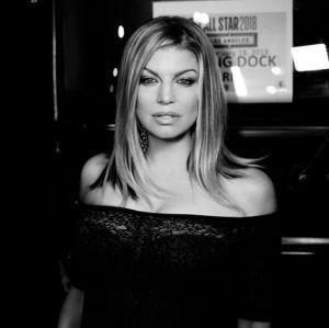 Fergie. Foto do site da Entretenimento R7 que mostra Fergie se desculpa após cantar hino no All Star Game da NBA: Tentei o meu melhor