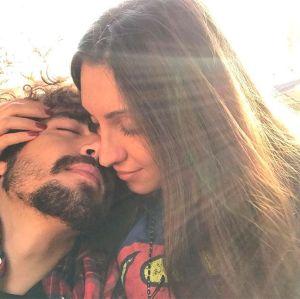Caio Castro. Foto do site da Entretenimento R7 que mostra Caio Castro faz surpresa para a namorada e ela vai às lágrimas, confira!