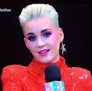 Dani Calabresa. Foto do site da Entretenimento R7 que mostra Katy Perry chama Dani Calabresa de Peperoni e internet não perdoa!