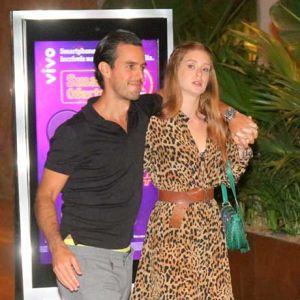 Marido Barbosa. Foto do site da Entretenimento R7 que mostra Marina Ruy Barbosa aposta em vestido com estampa de oncinha para passeio com o marido, veja as fotos!