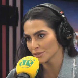 Cleo Pires. Foto do site da Entretenimento R7 que mostra Cleo Pires fala sobre críticas e desabafa:  O machismo das mulheres é muito chato
