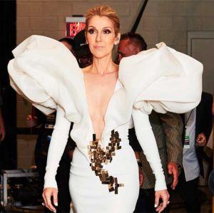 Celine Dion. Foto do site da Entretenimento R7 que mostra Céline Dion anuncia que passará por cirurgia e cancela shows, saiba mais