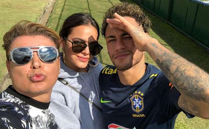 327658cc0 Bruna Marquezine visita Neymar na concentração da seleção brasileira ...