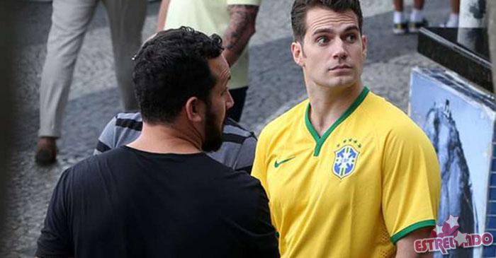 Confira os famosos que vestem a camisa do Brasil! - Estrelando 04b0dfe399a2d