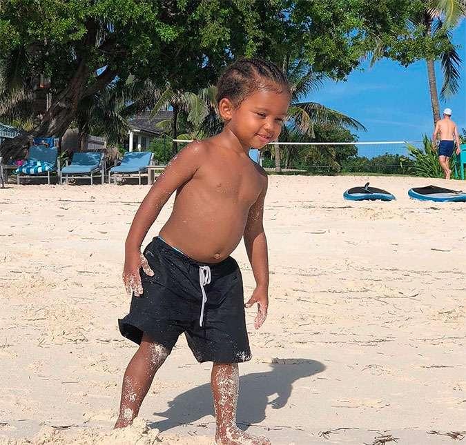 48b9060d6 Kim Kardashian posta foto de Saint West na praia! Veja os melhores ...