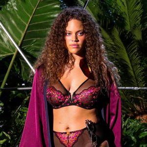 137f13bf7 Estrelando - Rihanna rouba a cena na  i NYFW  i  com o desfile de ...