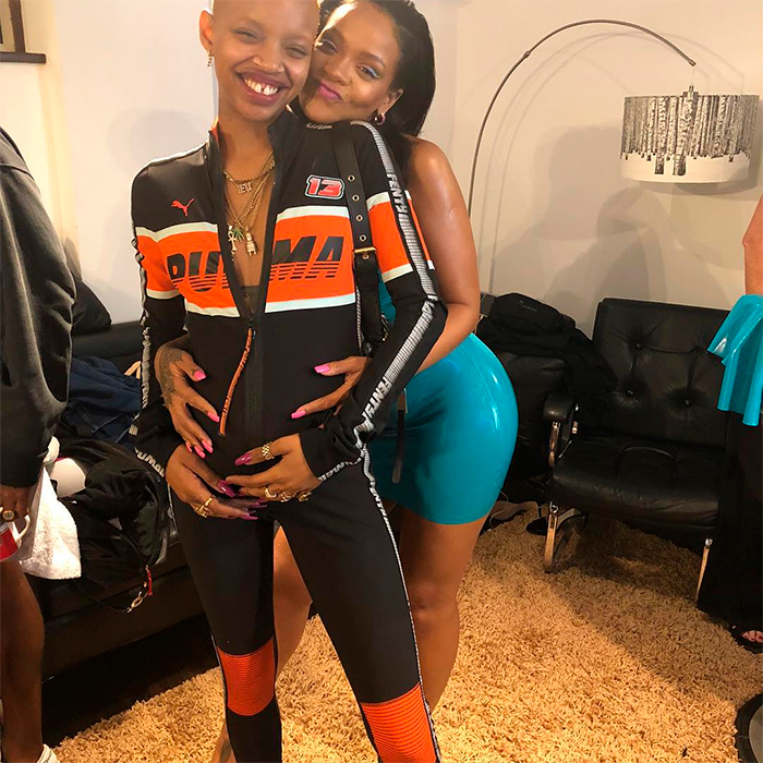 3e979279d Modelo amiga de Rihanna desfilou para marca da cantora em trabalho ...