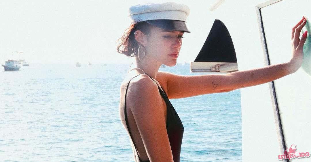 Bruna Marquezine rebate seguidora que diz que a atriz usou Photoshop em  clique de maiô - Estrelando 72b729b4ae