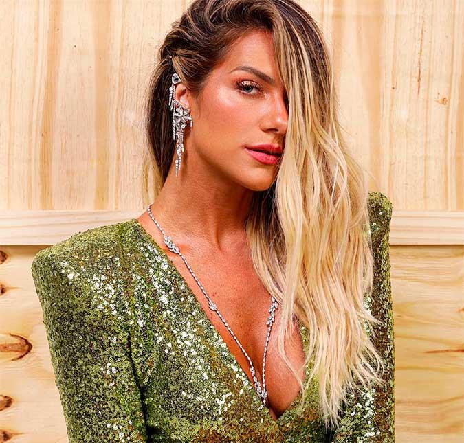 583f8e89e0 A atriz lançou um curso online de estilo com sua mãe - e stylist Deborah  Ewbank