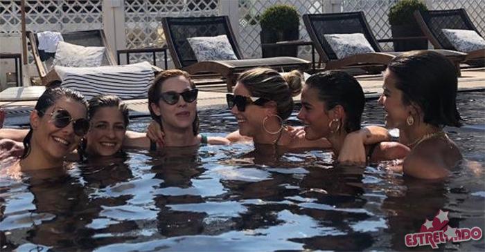 Bruna Marquezine, Fernanda Souza, Giovanna Ewbank e Manu Gavassi se reúnem  em festa na piscina, veja o clique! - Estrelando 756b318443