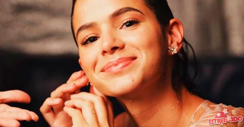 c11327e36 Bruna Marquezine rebate comentário de que estaria triste em foto na NYFW:  Eu me achei bonita - Estrelando