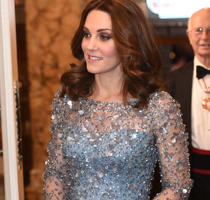Menina Pergunta Para Kate Middleton Sobre Vestido De Elsa E