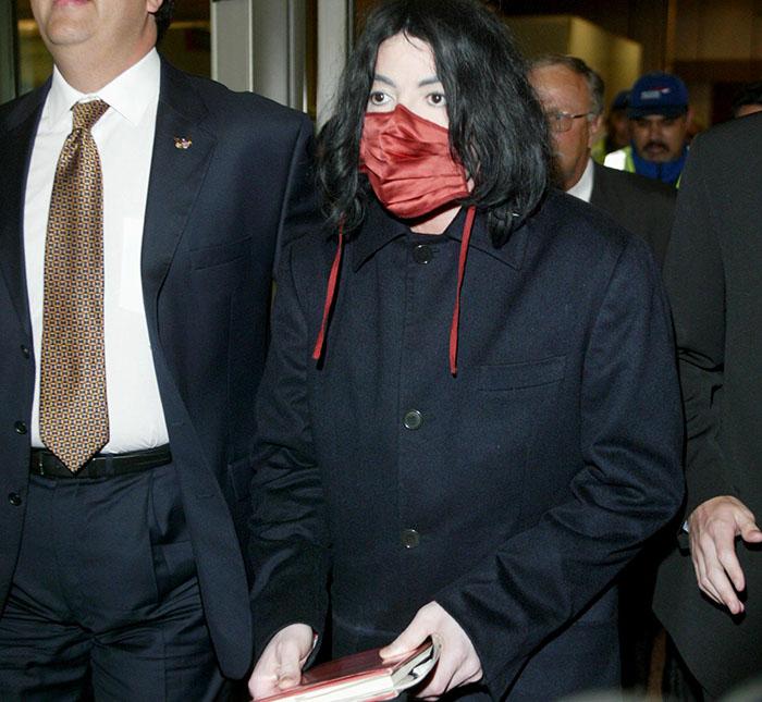 Ex-guarda-costas de Michael Jackson diz que cantor usava máscara ...